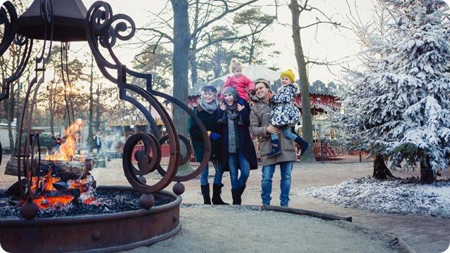 1024x576-gezin-bij-vreugdevuur-tijdens-winter-efteling